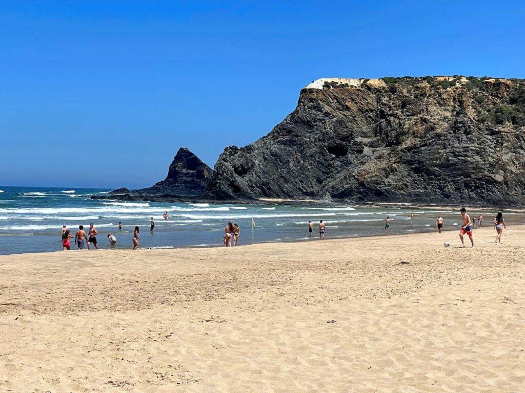 Banhistas na Praia de Odeceixe