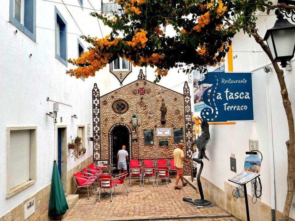 Café Junto a Porta de Santa Ana em Albufeira